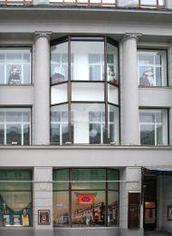 Электротеатр и выставочный зал с 1924 года — школа-студия МХАТ, 1915 г., арх. Ф.О. Шехтель. В здании проходили выставки «Товарищества передвижных художественных выставок»