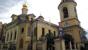 Церковь Антипия на Колымажном дворе: три церкви XVI, XVII и конца  XVIII вв. с колокольней XVIII в.