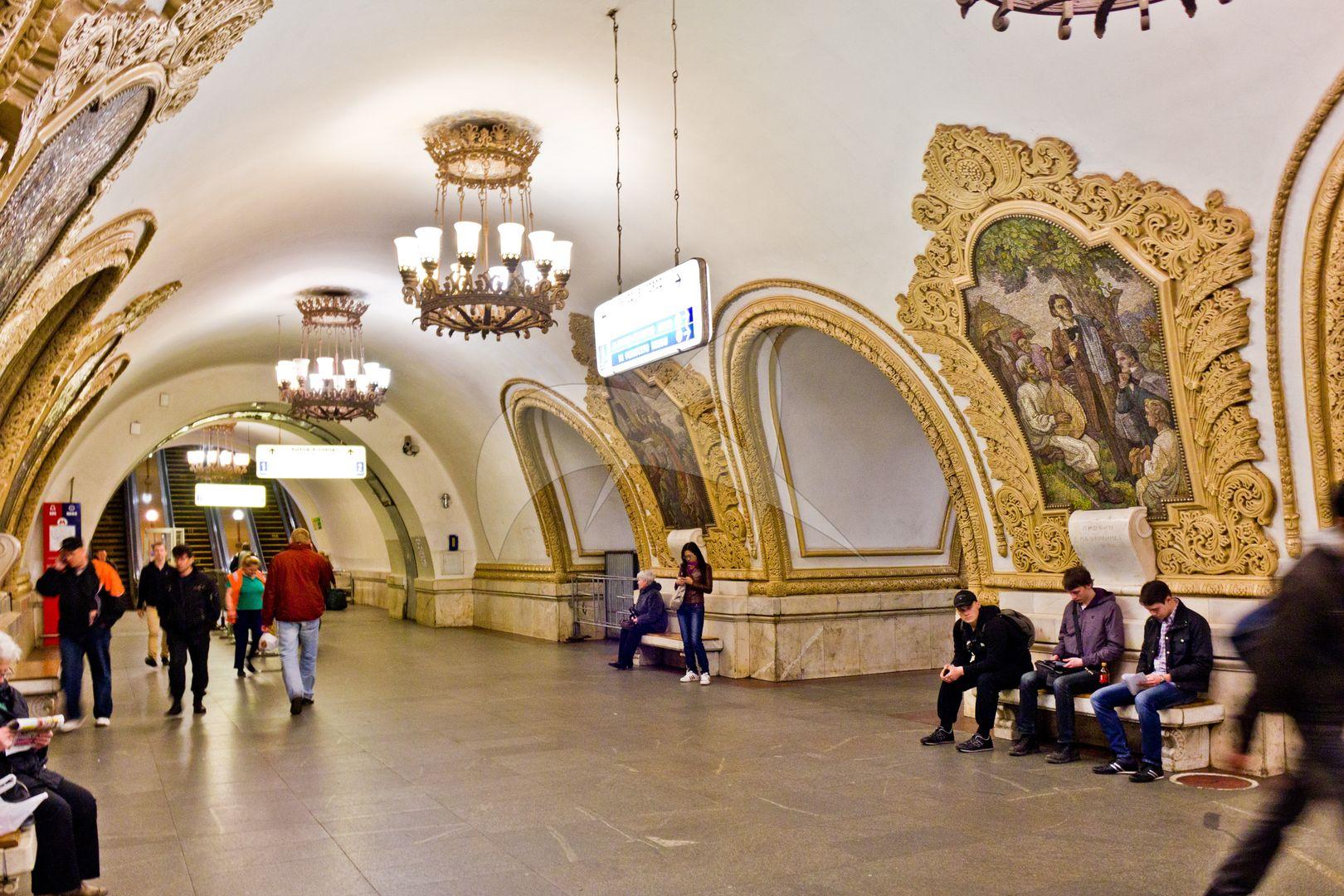 Станция Московского метрополитена Кольцевой линии «Киевская», 1954 г., арх. Е.И. Катонин, В.К. Скугарев, Г.Е. Голубев — соавтор