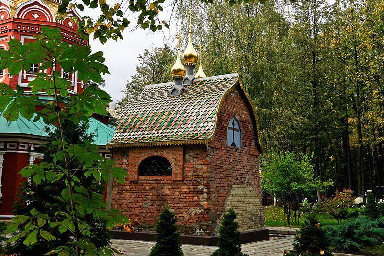 Усадьба «Знаменское-Губайлово»: — часовня-усыпальница Полякова А.Я.