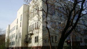 1-я Московская специальная школа ВВС, 1930 г., арх. М.И. Мотылёв, А.И. Палехов.  Здесь в октябре 1941 г. была сформирована 3-я Московская коммунистическая стрелковая дивизия