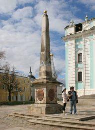 Обелиск, Ансамбль Троице-Сергиевской лавры