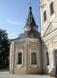 Некрополь при церкви Успения в Клементьеве