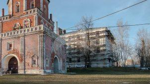 Восточный корпус при соборе, Измайловская (Николаевская) военная богадельня, 1835 г., арх. К.А. Тон