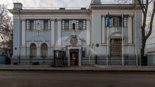 Главный дом с палатами, начало XVIII в., 1716 г., 1894 г., архитектор П.М. Самарин. Здесь в 1763 г. родился президент Академии художеств А.Н. Оленин