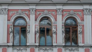 Главный  дом, 1860 г., 1892 г., 1907 г.,  архитекторы П.А. Ушаков, Е.И. Зеленский