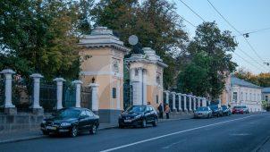 Ограда и ворота, 1798 г. (парадного двора), городская усадьба Баташева