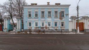 Главный дом с калиткой и двумя воротами, усадьба городская, конец XVIII — начало XIX в.