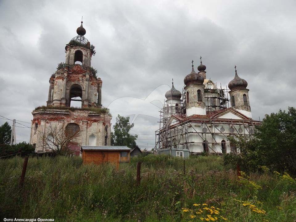 Церковь Преображения, 1761 г., с надвратной церковью в колокольне Дмитрия Ростовского, арх. К. Бланк