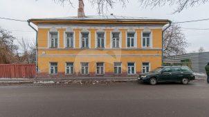 Главный дом, перваяполовинаXIX в., усадьба Тульнева. Здание дома большевика Туликова А.К., в котором в мае-июне 1917 г. размещался Коломенский уком РСДРП(б) и магазин партийной литературы.