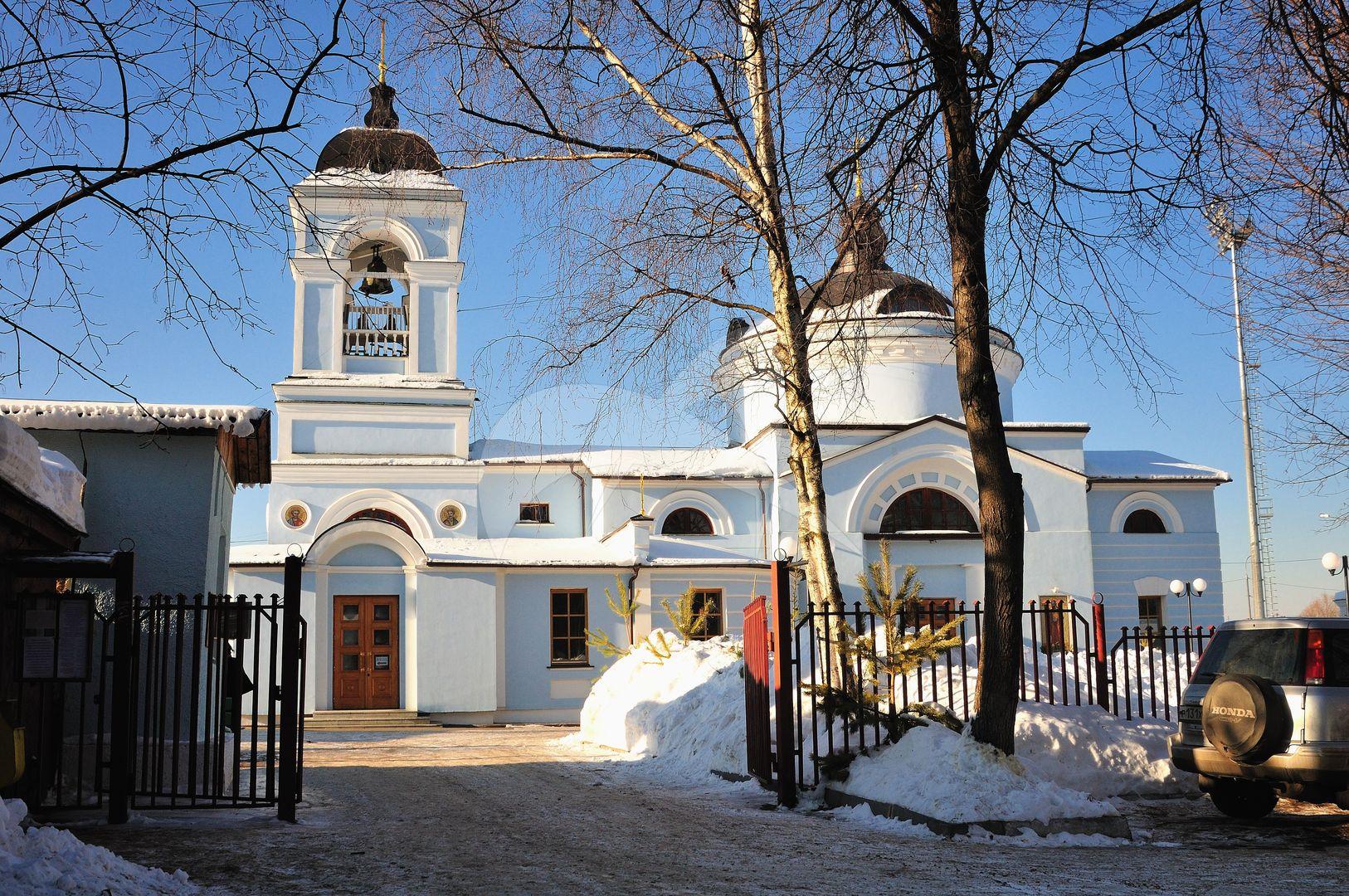 Церковь Апостолов Петра и Павла, 1829г., усадьба «Петровское-Лобаново»