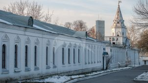 Служебные корпуса у Задних ворот, Измайловская (Николаевская) военная богадельня, 1835 г., арх. К.А. Тон