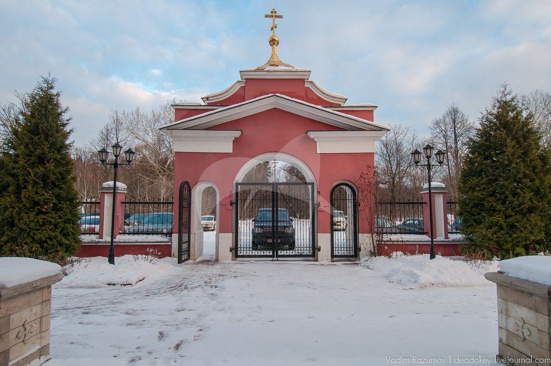 Ворота церковной ограды, церковь Сергия Радонежского