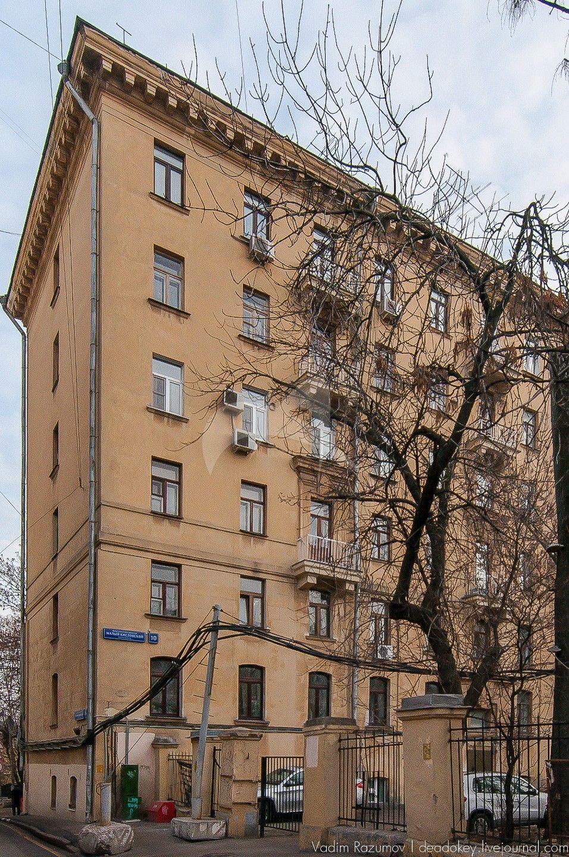 Главный дом Якунчикова В.И. — два первых этажа, XVIII в., (в основе палаты, до 1758 г.), надстройка четырех верхних этажей — 1953 г.