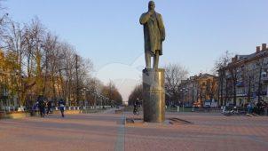 Памятник Н.Е. Жуковскому, 1970 г. Ск. Г.М. Тоидзе, арх. Б.И. Тхор, бронза, гранит