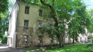 — Главный дом — доходный дом, сер. XVIII в., 1878 г., 1900 г. Здесь 25 декабря 1871 г. родился композитор и пианист А.Н.Скрябин