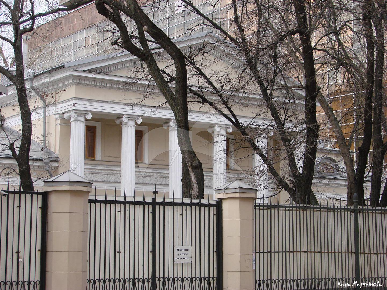 Главный дом с живописью в интерьере, городская усадьба, начало XIX в., арх. О.И. Бове