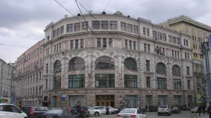 Торговый дом товарищества М.С. Кузнецова, 1893-1903 гг., арх. Ф.О. Шехтель, надстройка двух этажей 1930-е гг.