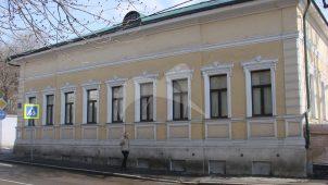 Главный дом городской усадьбы, 1837 г., 1856 г. и ограда по Хохловскому пер.
