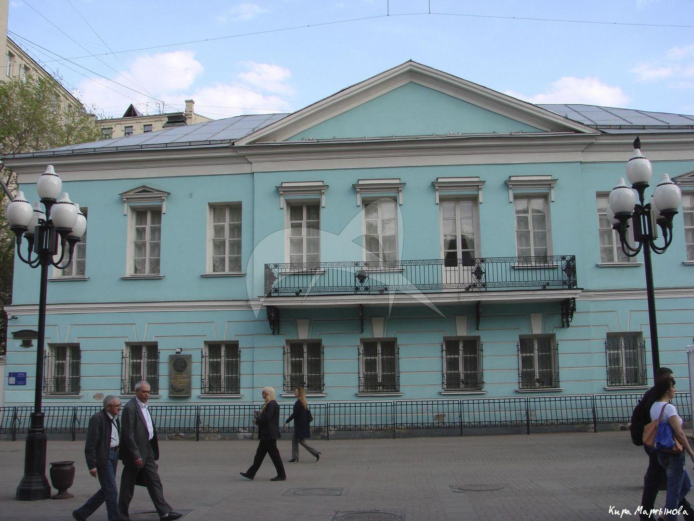 Дом, в котором с февраля по май 1831 г. жил Пушкин Александр Сергеевич. Это единственное в Москве здание, где А.С. Пушкин снимал отдельную квартиру