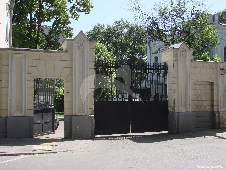 Ограда с воротами, 1864 г., арх. А.С. Каминский, городская усадьба, Д.А. Четверикова — Ф.Л. Кнопа