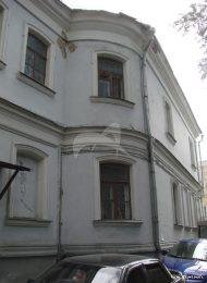 Дом причта с аркой и переходом Армянской церкви Воздвижения Креста, 1781 г., 1832 г., 1868 г., арх. Ю.М. Фельтен