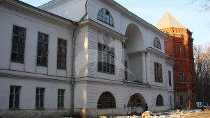 Главный дом (деревянный), конец XVIII в., с каменными пристройками, конец XIX в., усадьба «Покровское» («Глебово-Стрешнево»)