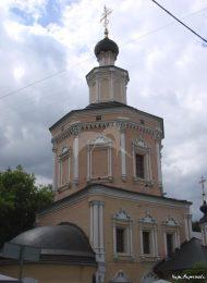 Церковь Троицы Живоначальной в Хохлах, 1696 г., с колокольней XVIII в.