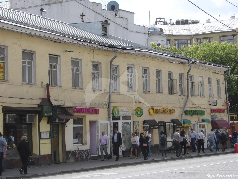 Доходный дом с торговыми помещениями храма Всех Святых на Кулишках, 1810-е, 1827 г., 1890-е гг.