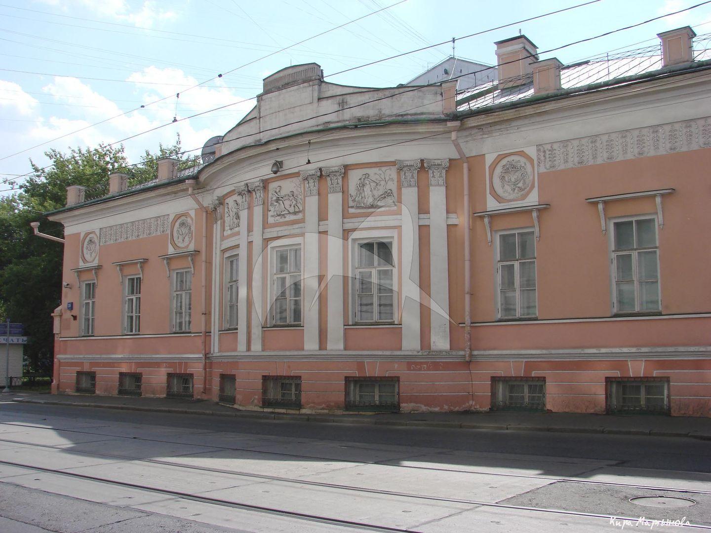 Дом с двумя флигелями и воротами, конец XVIII в., по проекту М.Ф. Казакова