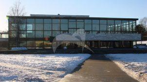 Концертный зал с декоративным рельефом «Музыка» на козырьке парадного входа и панно «Пионерская геральдика» на двух парковых фасадах (сценической коробки), 1962 г., дворец пионеров и школьников им. 40-летия Всесоюзной пионерской организации