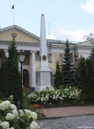 Обелиск, дом Лазаревых