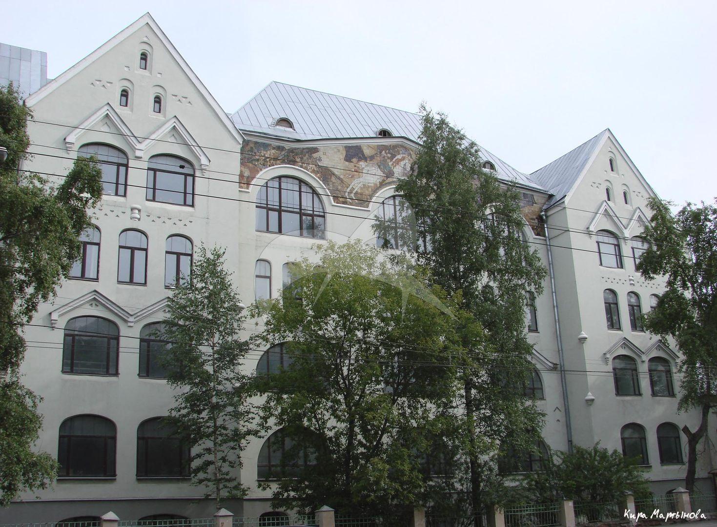 Начальное училище, 1910-1911 гг., арх. А.А. Остроградский. Мозаичное панно на главном фасаде, 1911 г., худ. С.В. Чехонин