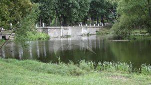 Памятник архитектуры XVIII в. (плотина), Екатерининский дворец