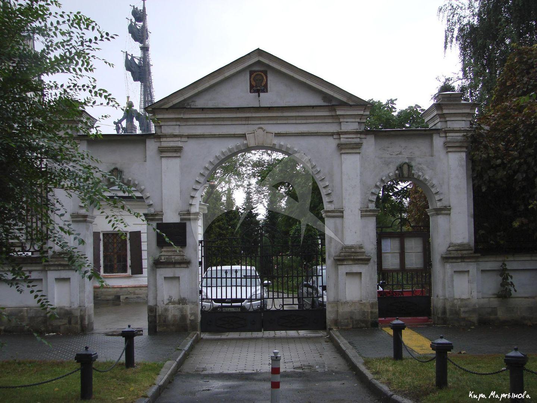 Ворота, ансамбль церкви Николы в Голутвине с воротами