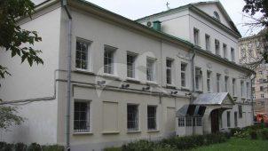 Главный дом городской усадьбы, конец XVIII века, 1-я треть XIX века, 1970-е гг.. Здесь родился и жил А.С. Грибоедов