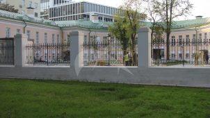 Ограда с воротами по Страстному бульв., начало XIX в., Екатерининская больница у Петровских ворот (дом Гагарина)