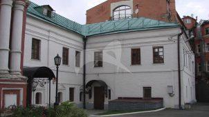 Настоятельский дом, XVII-XVIII вв. с подвалом XVI в., ансамбль Высоко-Петровского монастыря