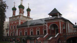 Сергиевская трапезная, 1690 г., 1739 г., ансамбль Высоко-Петровского монастыря