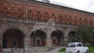 Палаты Нарышкиных, 1690 г. (часть — кельи), ансамбль Высоко-Петровского монастыря