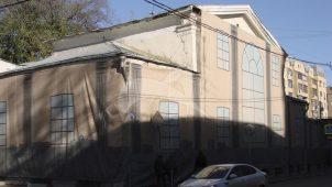 Дом, котором в 1822-1830 гг. жил и умер русский военачальник И.И. Алексеев, участник взятия Измаила в 1790 г., герой русско-финляндской войны 1808 г. и Отечественной войны 1812 г. В этом доме в 1830-х — 1840-х гг. жил декабрист А.Ф. Вадковский
