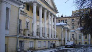 Главный дом с церковью, середина XVIII в. — начало XIX в., городская усадьба Сологуба