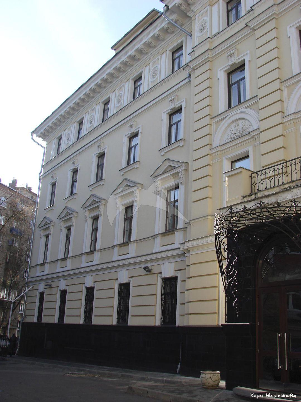 Здание 1-го общежития  (Московского университета) им. императора Николая II, 1889 г., арх. К.М. Быковский. Здесь находился 151-й сводный эвакуационный госпиталь, который осенью 1919 г. посетил В.И. Ленин