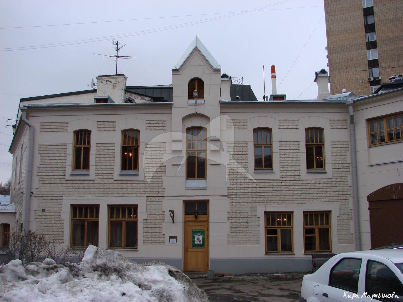 Дом, в котором жил Толстой Алексей Николаевич в 1942-1945 гг.