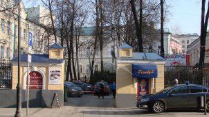 Ограда с пилонами ворот, 1883 г., арх. М.Ф. Бугровский, городская усадьба Е.Е. Емельянова
