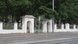 Ограда, Александровский институт