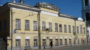 Дом с двумя флигелями и воротами, начало XIX в.