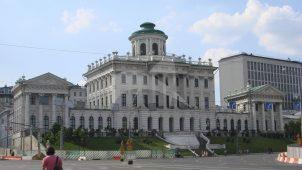 Главный дом усадьбы Пашкова, 1784-1786 гг., арх. В.И. Баженов (?).