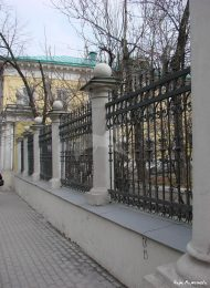 Ограда с решеткой и двумя воротами, усадьба Барышникова, XVIII — XIX вв.