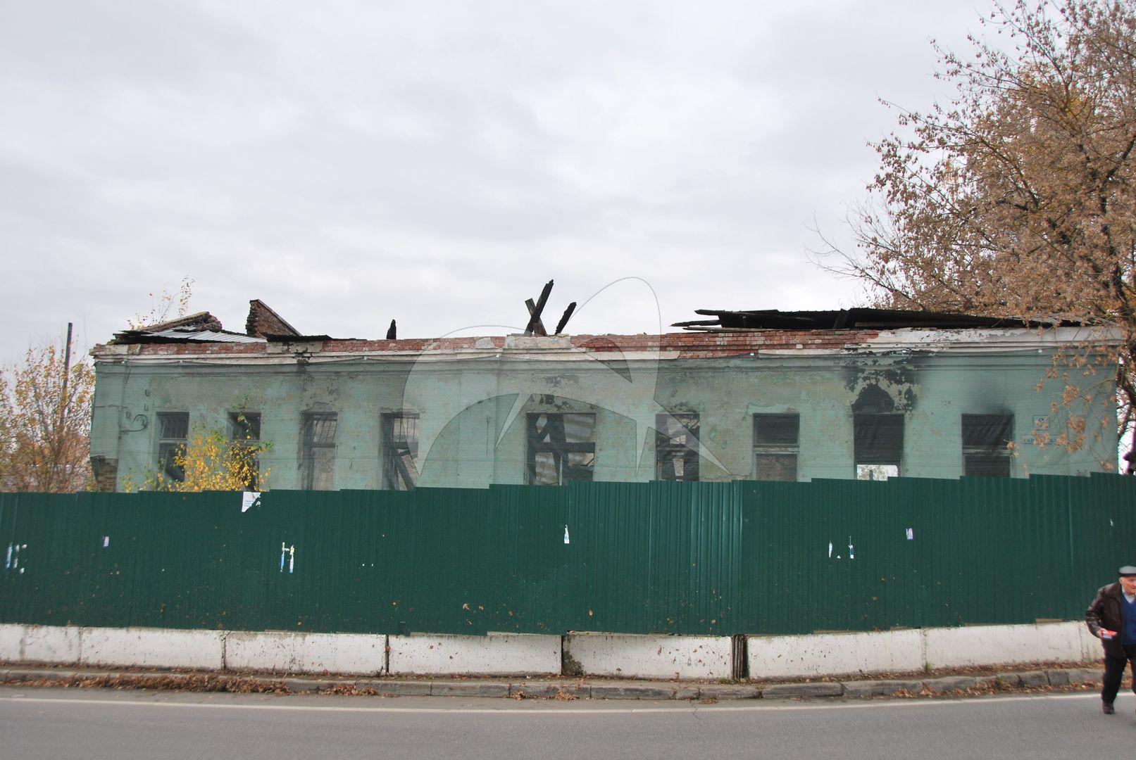 Комплекс застройки Торговой площади: жилой дом с лавками